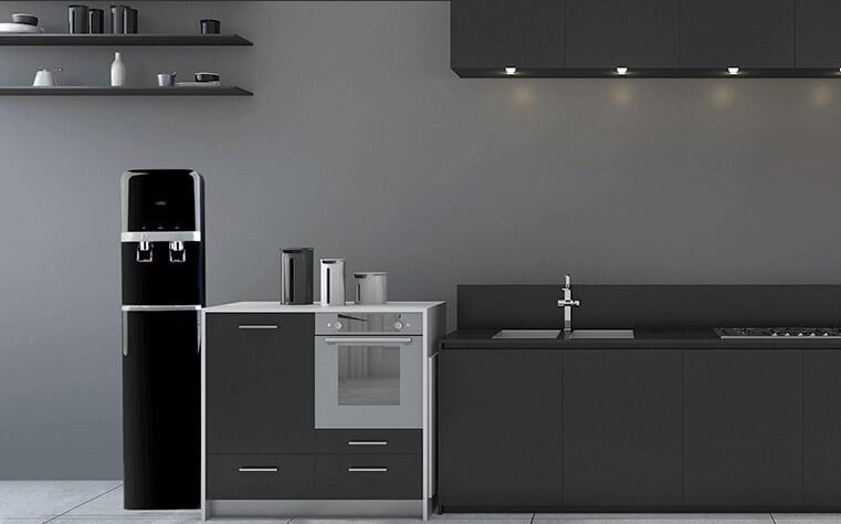 アクアスタイルブラックサーバーとキッチン